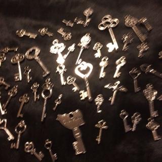 Decorative-Skeleton-Vintage-Silver Keys