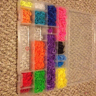 Huge lot of loom bands! (Container not included)