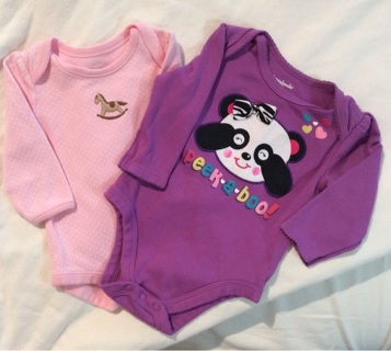 Little girl onesies size 3 to 6 months +++