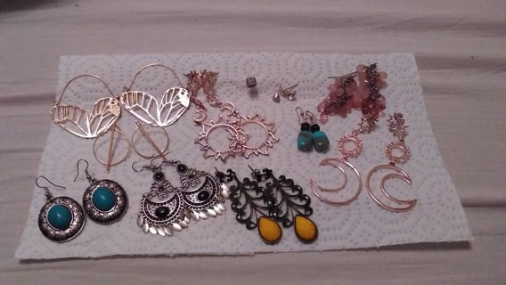 * ANOTHER GREAT EARRING LOT FROM ME * LOL.. 9 PIERCED EARRING SETS,  COME LOOK!!