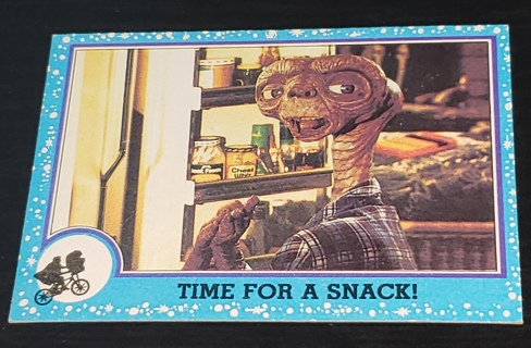 1982 E.T. – ❤️ The Extra-Terrestrial ❤️ Trading Card #26 – Time For A Snack !