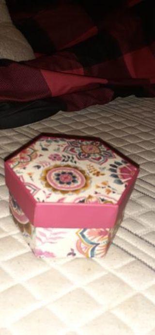 Small bead box