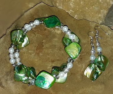 NEW!! Jaded Ivy Memory Wire Bracelet & Matching Ear Rings Set!