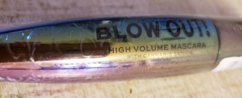 Full Size Revolution Blowout Mascara with Cannabis Sativa