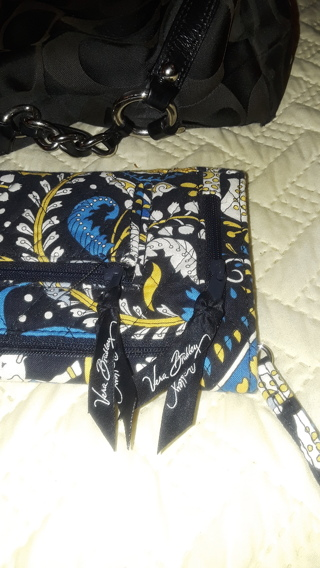 LOW GIN **NEW** VERA BRADLEY WALLET WITH LONG SHOULDER STRAP GREAT CONDITION