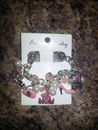 #1 Mom Charm Bracelet