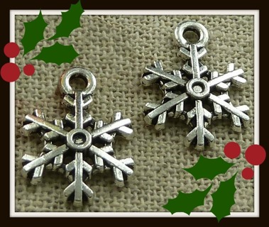 2pc Set! Pretty SNOWFLAKES Tibetan Silver Charms Pendants Findings, 17mm x 15mm, Brand NEW!