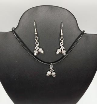 New NIP Acorn Matching Earrings Necklace Set