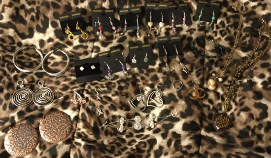 Large lot jewelry clean out