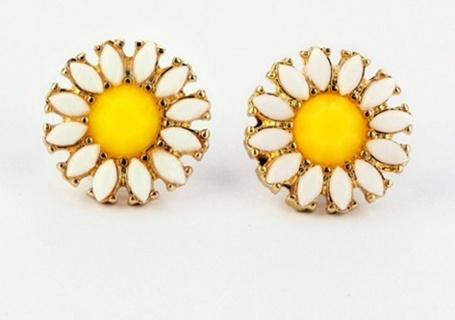 Cute daisy earrings
