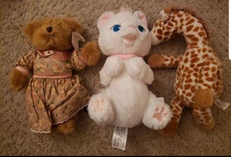 3 random plush lot bear, giraffe, Disney