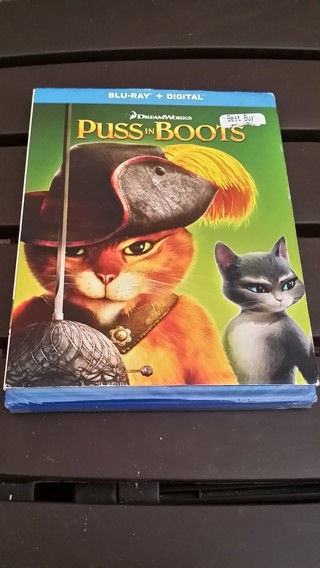 Brand New Blu-Ray of Movie PUSS IN BOOTS (GIN gets Factory Sealed Blu-Ray in Case and Cover Showing)