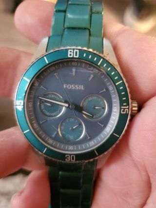 ☆☆AUTHENTIC FOSSIL WATCH☆☆ starting price drastically reduced gin option available