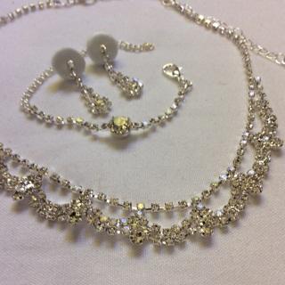 Beautiful Elegant Jewelry Set. (3) Pcs.