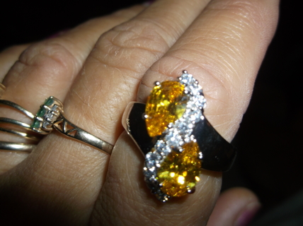 !!!! NWOT GORGEOUS CANARY YELLOW STERLING SILVER RING. SIZE 8. MUST SEE !!!!