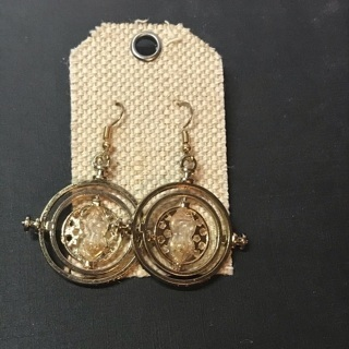 [GIN FOR FREE SHIPPING] Time Turner Earrings