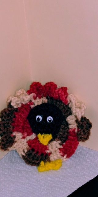Crochet Turkey Magnet (B-7307) Brown head with Verigated Fall Colors