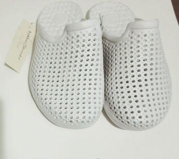 Brand New Girls Sandals Flip Flops Size Small 5-6