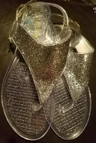 NWT! Ladies Cute Sandals Size 5/6