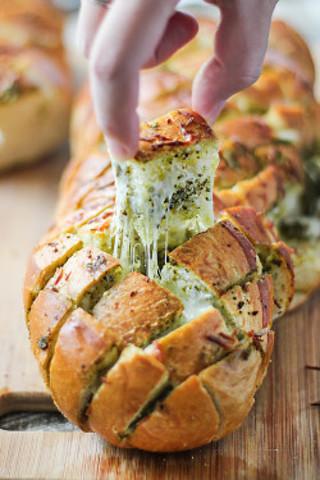 cheesy pull apart bread recipe+ 5 bonus recipes