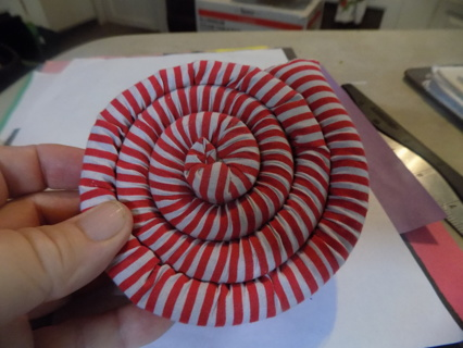 Cinnamon scented mug mat red and white stripes out of package