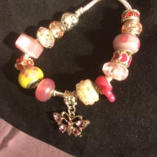 "Minnie loves her  ""Butterflies n Flowers""  8""~Murano Bracelet"