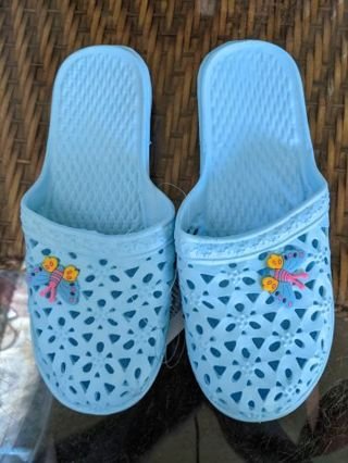 Slip-on pool shoes