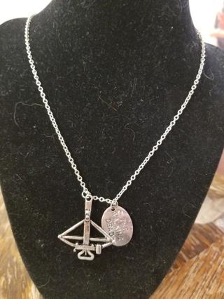 The Walking Dead Daryl Dixon Crossbow Necklace BNIP