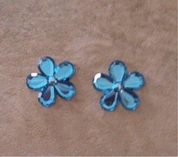 Blue flower flatbacks
