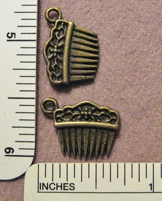6 Bronze Pewter Haircomb Charms ~ Makes great earrings