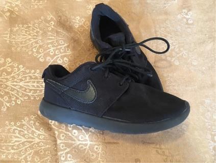 Nike Black Roshe Size 13