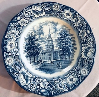 VINTAGE STAFFORDSHIRE IRONSTONE LIBERTY BLUE INDEPENDENCE HALL DINNER PLATE 10""