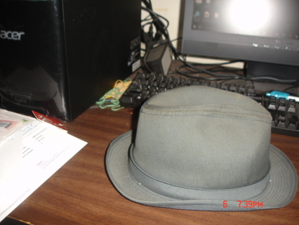 mens london fog rain hat.exc cond. size 7 1/8.