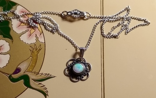 NECKLACE BEAUTIFUL OPAL AND STERLING SILVER VINTAGE FROM THE 1960'S EARLY 70'S TOO BEAUTIFUL BUY IT!