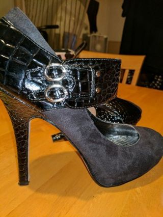 BAMBOO SEXY BLACK HEELS SZ 9 10 Day AUCTION COULD TURN INTO A HUGE SHOE BUNDLE ITS UP TO YOU :)