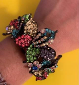 Stunning Vintage Floral Jeweled Bangle Bracelet! Must See!