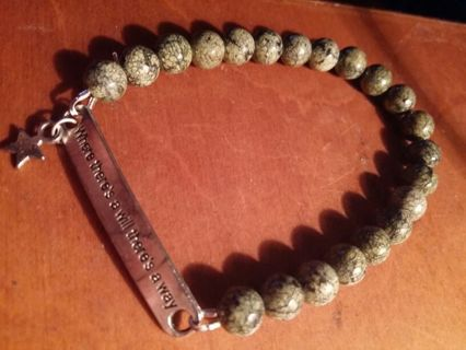 High quality glass beaded motivational star bracelet. Style green. Very nice!!