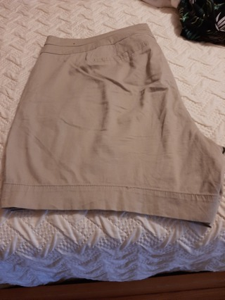 Tan shorts size 20 free shipping w/tracking