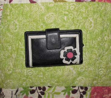 ♥ Cute Leather Wallet Black with Daisy outside, Colorful Inside ♥