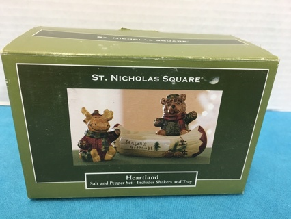 E196 MOOSE & BEAR IN CANOE SALT & PEPPER SHAKER SET CERAMIC MIB