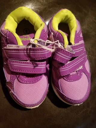 NWT!! Very Cute Girls Voit Shoes Size 8
