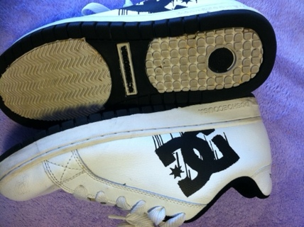 Mens size 11 DC Shoes in AWESOME condition