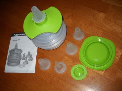 Tupperware Squeeze It Decorating Set/Never Used