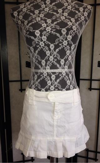 Cute white skirt size 7