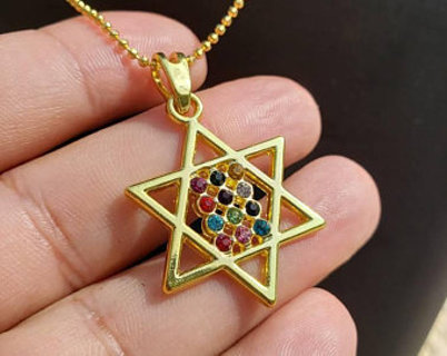 Gold Tone Star of David, Jewish Pendant necklace really neat design