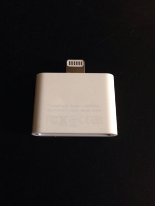 Apple-MD823ZM-A-Genuine-OEM-Lightning-to-30-Pin-Adapter-iPad-iPhone-NEW