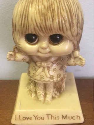 W & E Berries Vintage 1975 I love you this much Statue