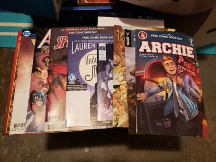10 Comic Lot Spider-man Marvel DC Avengers Justice League Infinity Archie #1
