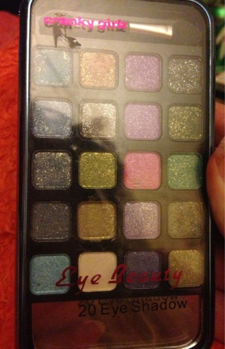 20 Quality Sparkly Eyeshadow Palette. Must See!!