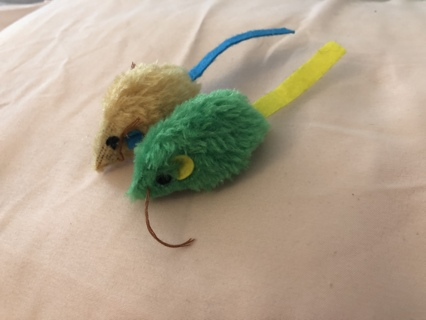 From PetSmart 2 Mouse Cat Toys, w/ Catnip and Shaking Sound, NEW w/o TAGS, FREE SHIPPING